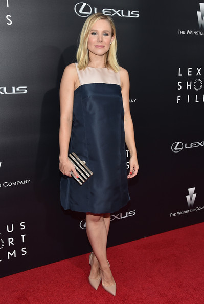 Kristen Bell styled her dress with a pearlized black and nude box clutch by Edie Parker.