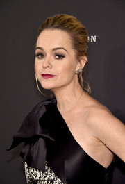 Taryn Manning styled her hair into a loose bun for the Weinstein Company and Netflix Golden Globe party.