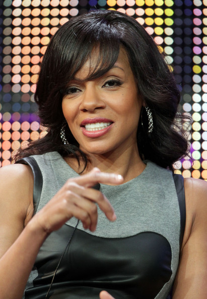 Wendy Raquel Robinson Medium Wavy Cut with Bangs
