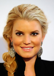 Jessica Simpson was all glitz and glamour at the Maria Shriver Women's Conference. Her black jacket and dramatic eyes were also brightened up by her shiny pink lipstick.