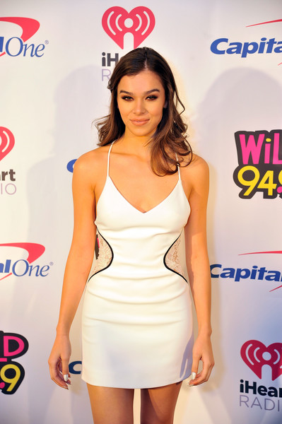 More Pics of Hailee Steinfeld Long Wavy Cut (1 of 12) - Long Hairstyles Lookbook - StyleBistro [clothing,dress,cocktail dress,shoulder,fashion,waist,leg,fashion model,long hair,carpet,hailee steinfeld,room,san jose,california,sap center,wild 94.9,fm,capital one,jingle ball 2017]