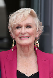 Glenn Close punched up her look with a pair of gold chandelier earrings.