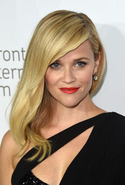 Reese Witherspoon looked gorgeous with her sexy side sweep at the premiere of 'Wild.'