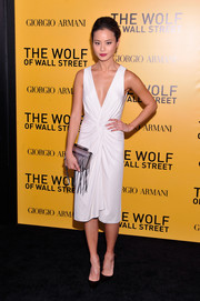Jamie Chung teamed her dress with a fringed silver Katherine Kwei clutch for a flawless finish.