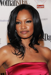 Actress Garcelle styled her raven locks in soft medium curls. A simple side part completed her sleek look.