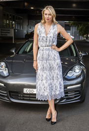 Maria Sharapova donned a black-and-white cocktail dress by Thakoon for the Woman with Drive Porsche event.
