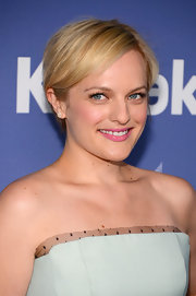 Elisabeth Moss kept it short and sweet with this pretty blonde chop.