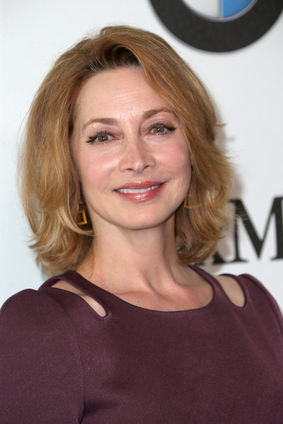 Sharon Lawrence sported a stylish bob at the 2016 Crystal + Lucy Awards.