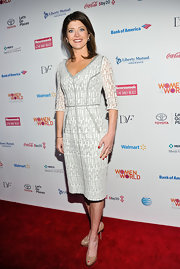 Norah O'Donnell looked stylish but professional in this white and gray textured dress.