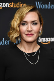 Kate Winslet complemented her updo with a pair of diamond drop earrings by Fred Leighton.