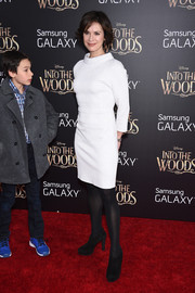 Elizabeth Vargas attended the 'Into the Woods' premiere wearing a stylish funnel-neck LWD.