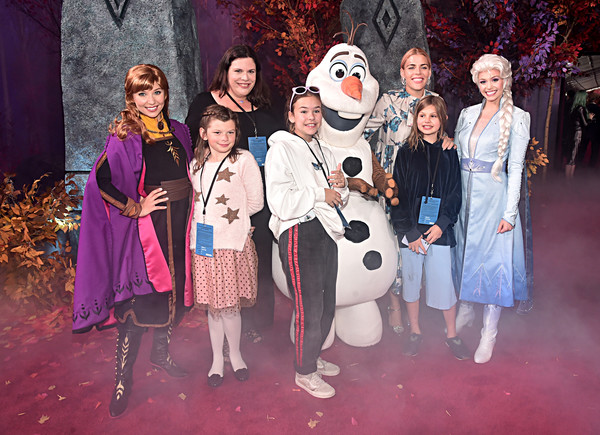 More Pics of Busy Philipps Print Dress (1 of 2) - Busy Philipps Lookbook - StyleBistro [frozen 2,social group,event,musical,performance,fashion,theatrical property,drama,fun,heater,acting,guests,olaf,anna,elsa,busy philipps,hollywood,disney,world premiere,world premiere]