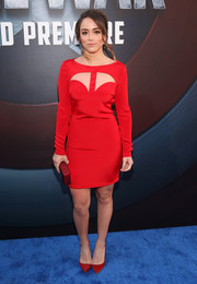 Chloe Bennet complemented her dress with a pair of red suede pumps.