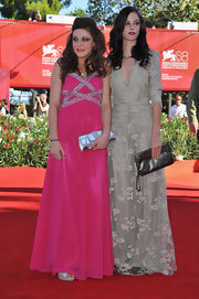 Kaya Scodelario complemented her stunning gown with a metallic clutch at the premiere of 'Wuthering Heights.'