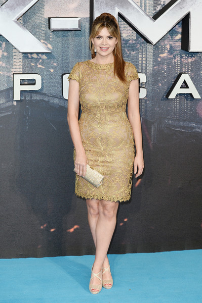 Carly Steel complemented her dress with a pair of gold crisscross-strap peep-toes.