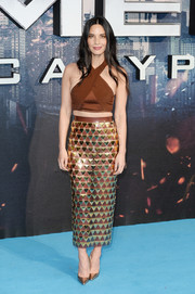 Olivia Munn looked foxy in a brown halterneck crop-top by Balmain at the 'X-Men: Apocalypse' global fan screening.
