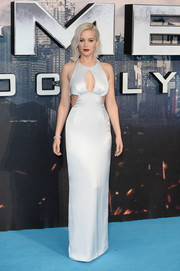 Jennifer Lawrence looked va-va-voom in a silver multi-cutout column dress by Dior at the 'X-Men: Apocalypse' global fan screening.