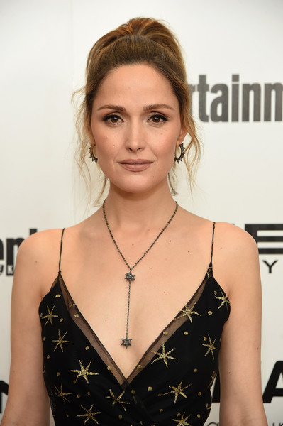 Rose Byrne paired a Swarovski star lariat necklace with a Valentino gown for a totally enchanting look during the 'X-Men: Apocalypse' New York screening.