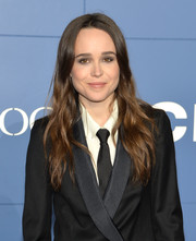 Ellen Page opted for a simple long wavy hairstyle when she attended the 'X-Men' world premiere.