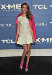 Louise Roe highlighted her look with a pair of snakeskin pumps featuring hot-pink strap accents.