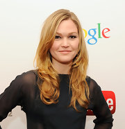 Julia Stiles wore her golden layers in subtle waves at the YouTube 2012 Upfronts Presentation.