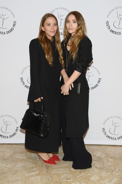 Mary-Kate Olsen completed her ensemble with an elegant black croc tote by The Row.