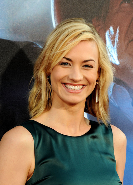 Yvonne Strahovski Gold Dangle Earrings [cowboys aliens,hair,face,blond,hairstyle,beauty,chin,smile,long hair,premiere,brown hair,yvonne strahovski,san diego civic theatre,california,universal pictures,premiere,comic-con 2011]