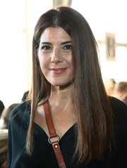 Marisa Tomei wore her hair long and straight with a center part at the Zero + Maria Cornejo fashion show.