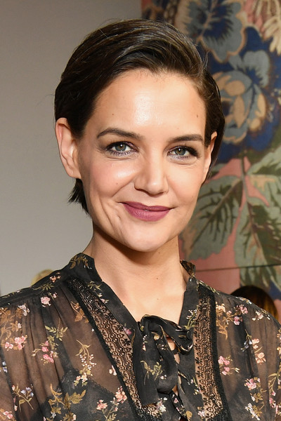 Katie Holmes\' Easy-Breezy Cut - Short Hairstyles For Moms ...