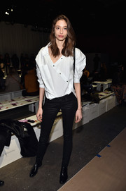 Alexandra Agoston contrasted her loose top with super-tight jeans.