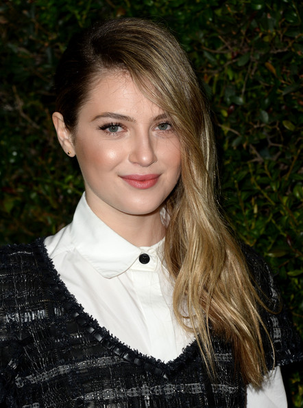 Zoe Levin Side Sweep