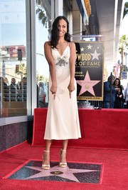Zoe Saldana matched her dress with a pair of cream-colored sandals.