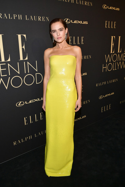 Zoey Deutch Strapless Dress [dress,clothing,yellow,fashion model,shoulder,strapless dress,fashion,cocktail dress,premiere,hairstyle,lexus - arrivals,26th annual women in hollywood celebration,ralph lauren,zoey deutch,los angeles,beverly hills,california,the four seasons hotel,elle,lexus]