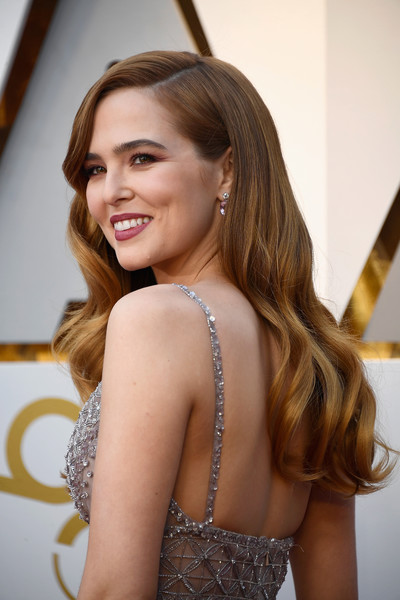 Zoey Deutch Long Wavy Cut [hair,face,hairstyle,long hair,beauty,brown hair,lady,blond,fashion,shoulder,arrivals,zoey deutch,academy awards,hollywood highland center,california,90th annual academy awards]