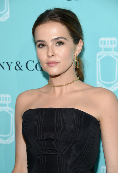 Zoey Deutch Ponytail [hair,shoulder,hairstyle,clothing,dress,turquoise,beauty,cocktail dress,long hair,lip,arrivals,zoey deutch,new york city,tiffany co,event,fragrance launch,fragrance launch event]