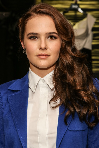 Zoey Deutch Side Sweep [hair,face,hairstyle,long hair,eyebrow,lip,beauty,brown hair,suit,fashion,suzanne todd,cool earth with hosts daniel wingate,zoey deutch,jennifer todd,hosts,cool earth,escada boutique,escada,w magazine,celebration]