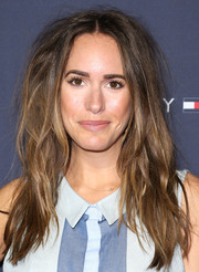 Louise Roe rocked a just-got-out-of-bed hairstyle at the Zooey Deschanel and Tommy Hilfiger collection debut.