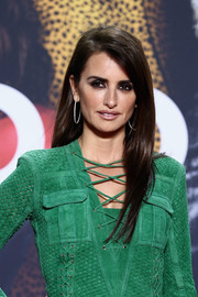 Penelope Cruz kept it simple with this straight hairstyle at the 'Zoolander No. 2' Berlin fan screening.