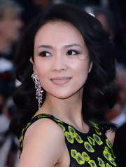 Retro waves topped off Zhang Ziyi's ultra glamorous look at the premiere of 'Zulu.'