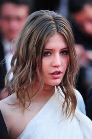 Adele Exarchopoulos chose piecey waves for her super beachy cool red carpet look.