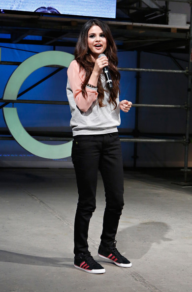 More Pics of Selena Gomez Skinny Pants (8 of 20) - Selena Gomez Lookbook - StyleBistro