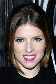 Anna Kendrick was sexily coiffed with a loose center-parted ponytail during the Alice + Olivia presentation.