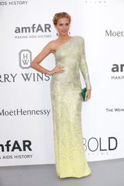 Petra Nemcova's jade-green Ferragamo box clutch went beautifully with her yellow gown.