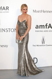 Sienna Miller's pearlized black-and-white Nathalie Trad box clutch and silver gown were a flawless pairing.