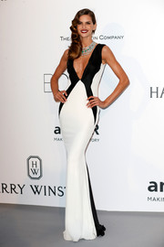 Izabel Goulart donned a sleek and sexy plunging monochrome gown for the amfAR Cinema Against AIDS Gala.