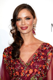 Georgina Chapman looked super romantic wearing this curly side sweep at the amfAR Cinema Against AIDS Gala.