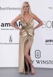 Lara Stone paired her dress with gold gladiator sandals for a Grecian goddess feel.