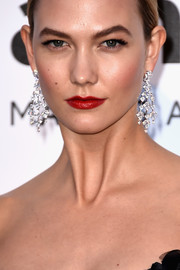 Karlie Kloss arrived for the amfAR Cinema Against AIDS Gala looking ultra luxe with her Chopard diamond chandelier earrings.