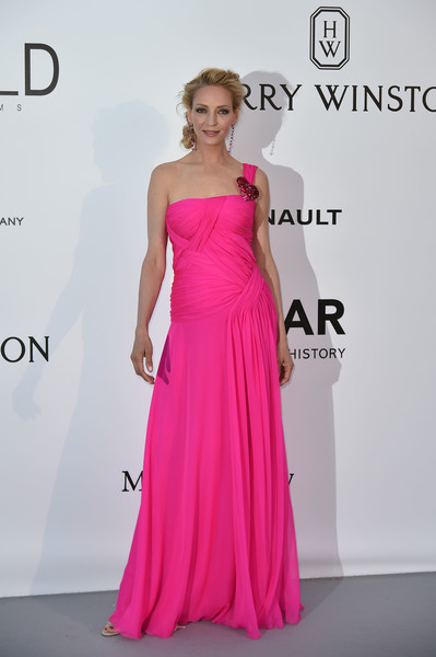 Uma Thurman couldn't be missed in her neon-pink Schiaparelli Couture one-shoulder gown at the amfAR Cinema Against AIDS Gala.