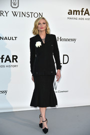 Kirsten Dunst channeled the '40s with this black skirt suit by Chanel at the amfAR Cinema Against AIDS Gala.